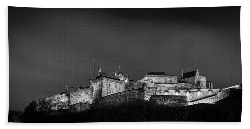 Landscape Beach Towel featuring the photograph Edinburgh Castle by Richard Parsons