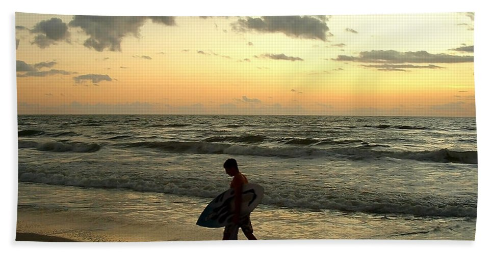 Beach Beach Towel featuring the photograph End Of Day by Peg Urban