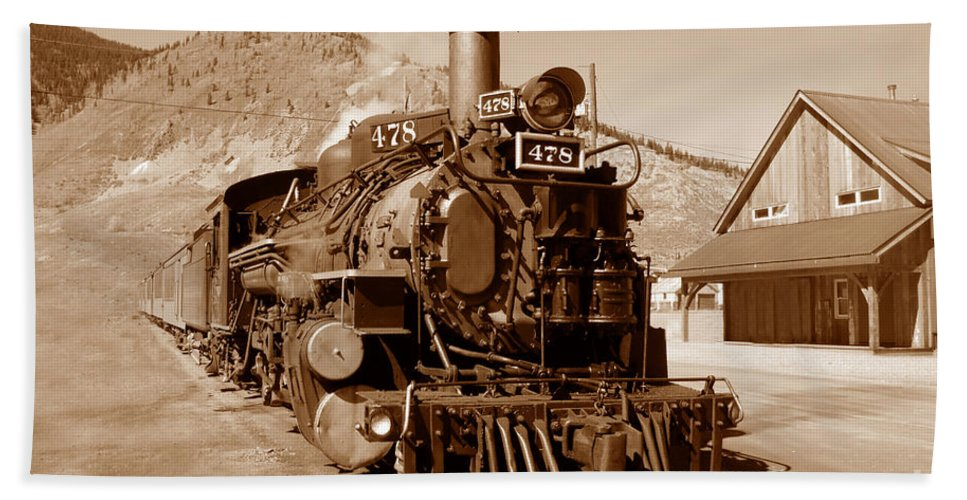 Train Beach Sheet featuring the photograph Engine Number 478 by David Lee Thompson