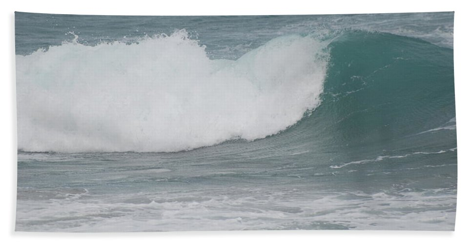 Green Beach Towel featuring the photograph Fin Wave by Rob Hans