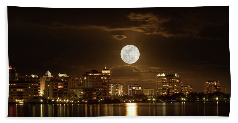 Moonrise Shoot Beach Sheet featuring the photograph Full Moon Rising Over Sarasota by Richard Goldman