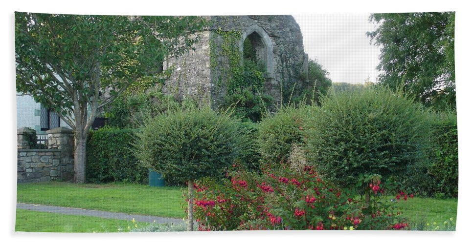 Inistioge Beach Towel featuring the photograph Garden Path by Kelly Mezzapelle