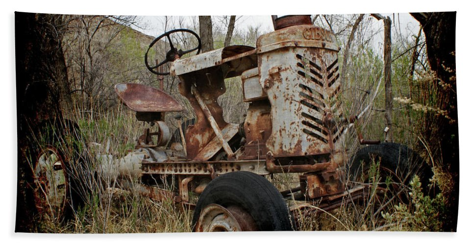 Gibson Tractor Beach Towel featuring the photograph Gibson Tractor by Ernie Echols