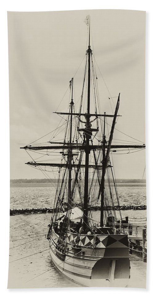Jamestown Virginia Beach Towel featuring the photograph Godspeed At Port In Jamestown by Bill Cannon