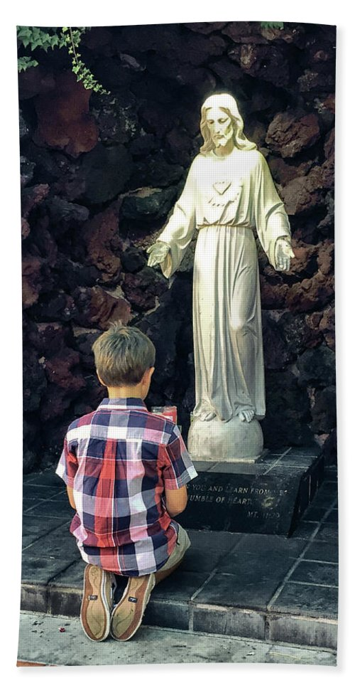 Child Praying Beach Towel featuring the photograph Going Before The Sacred Heart Of Jesus by Davy Cheng