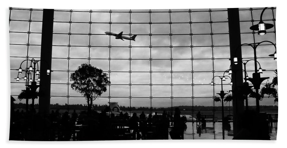Flying Beach Towel featuring the photograph Going Home by David Lee Thompson