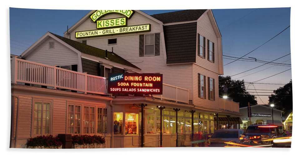 Vacationland Beach Towel featuring the photograph Goldenrod Kisses Luncheonette York Beach Maine by David Smith