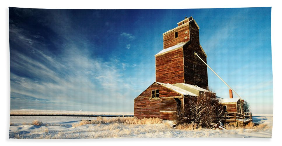 Grain Elevator Beach Towel featuring the photograph Granary Chill by Todd Klassy
