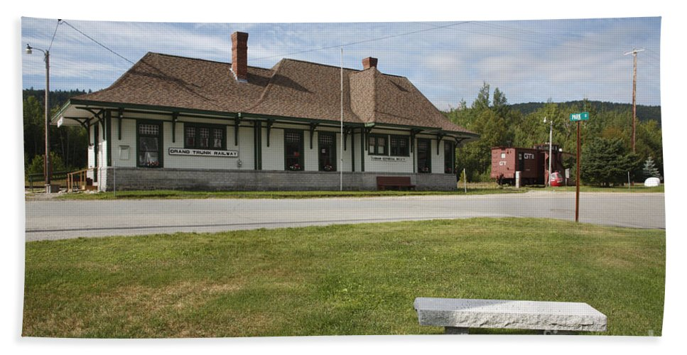 Travel Beach Towel featuring the photograph Grand Trunk Railroad - Gorham New Hampshire by Erin Paul Donovan