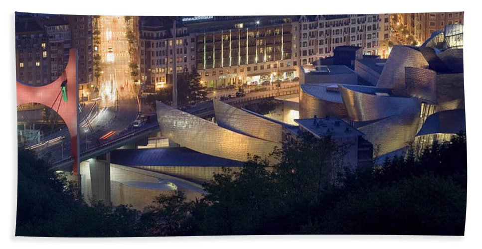 Spain Beach Towel featuring the photograph Guggenheim At Night by Rafa Rivas