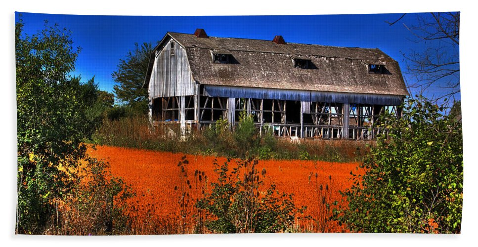 Barn Beach Towel featuring the photograph Hainesville Barn Color by Robert Storost