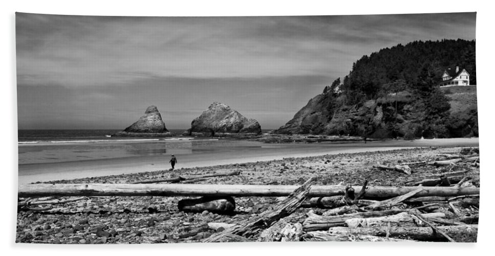 Landscape Beach Towel featuring the photograph Heceta Head Lighthouse by Lee Santa