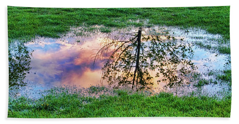 canvas Print Beach Towel featuring the photograph I Can See China - Hole In The Grass by James BO Insogna