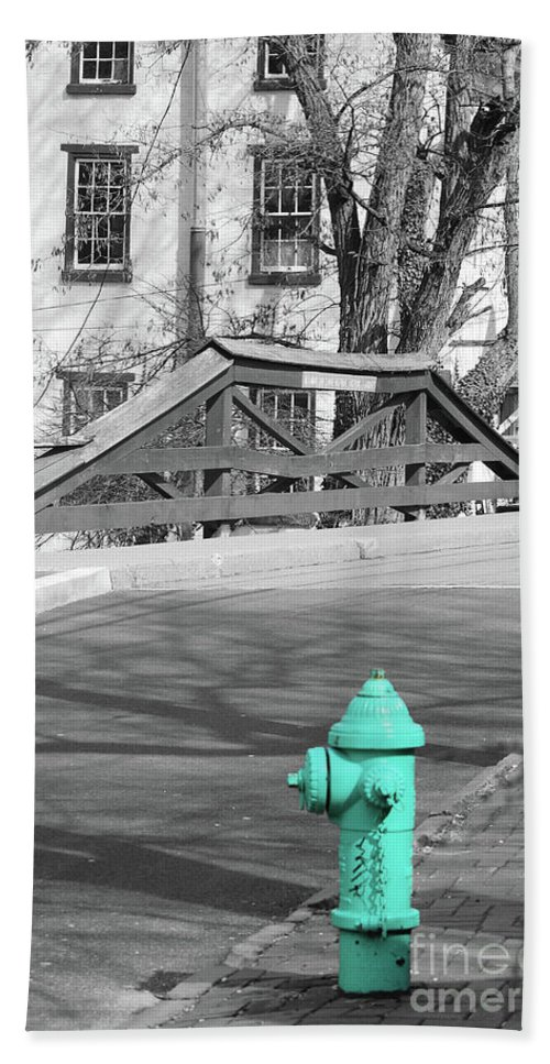 Hydrant Beach Towel featuring the photograph I'm Supposed To Be Red by Lori Tambakis