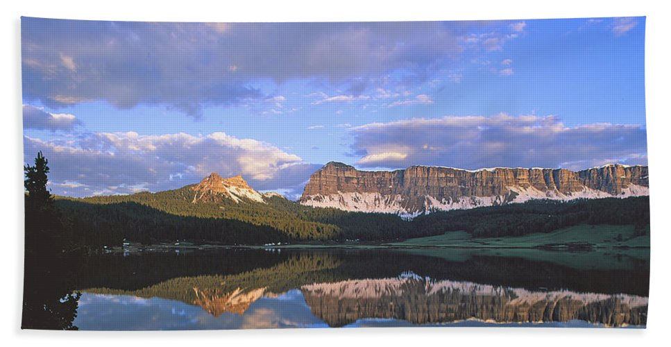 Wind River Beach Towel featuring the photograph In The Wind River Range. by Robert Ponzoni