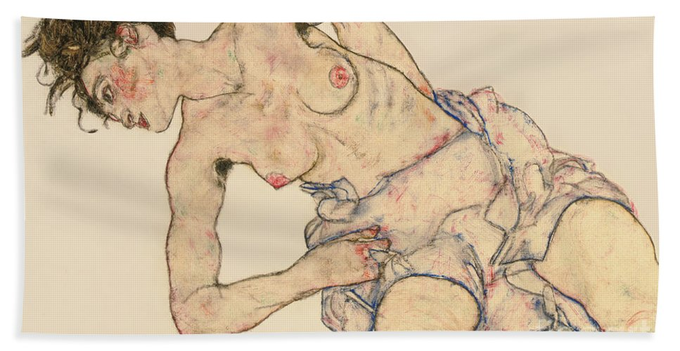 Kneider Weiblicher Halbakt Beach Towel featuring the drawing Kneider weiblicher halbakt by Egon Schiele