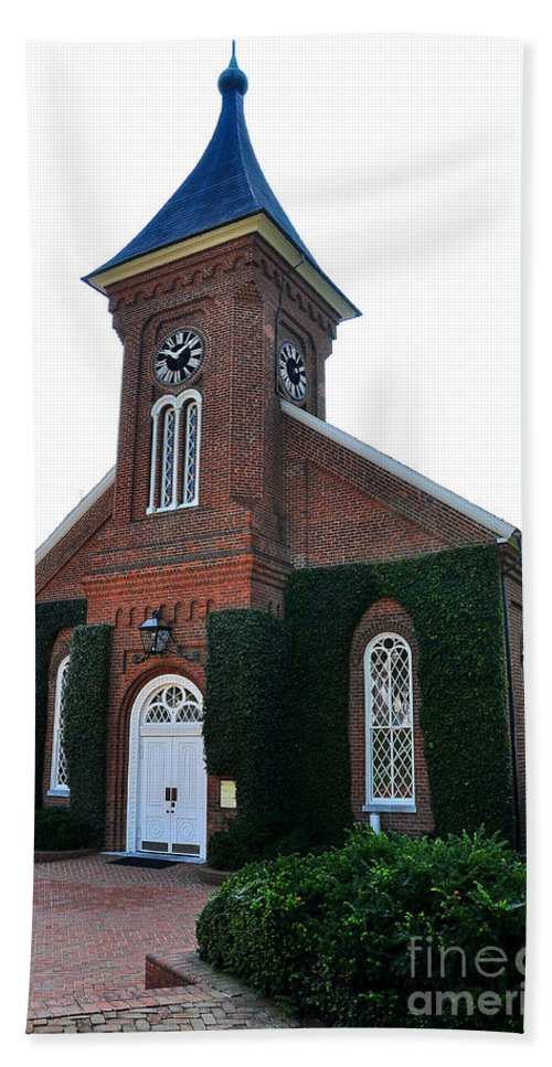 Lee Chapel Beach Towel featuring the photograph Lee Chapel by Todd Hostetter