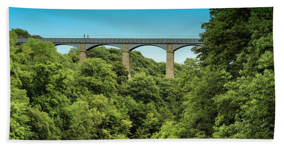 Wales Beach Towel featuring the photograph Llangollen Viaduct by Larry Pegram