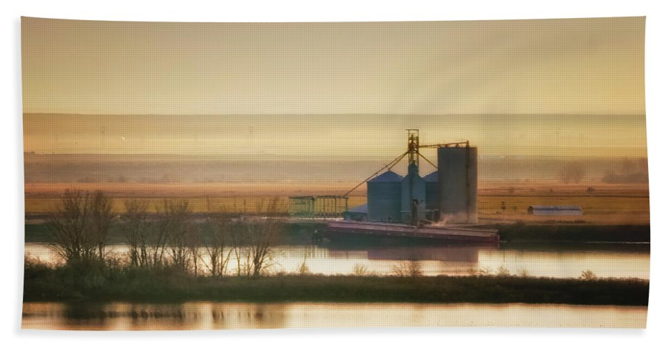 Eastern Oregon Beach Towel featuring the photograph Loading Grain by Albert Seger