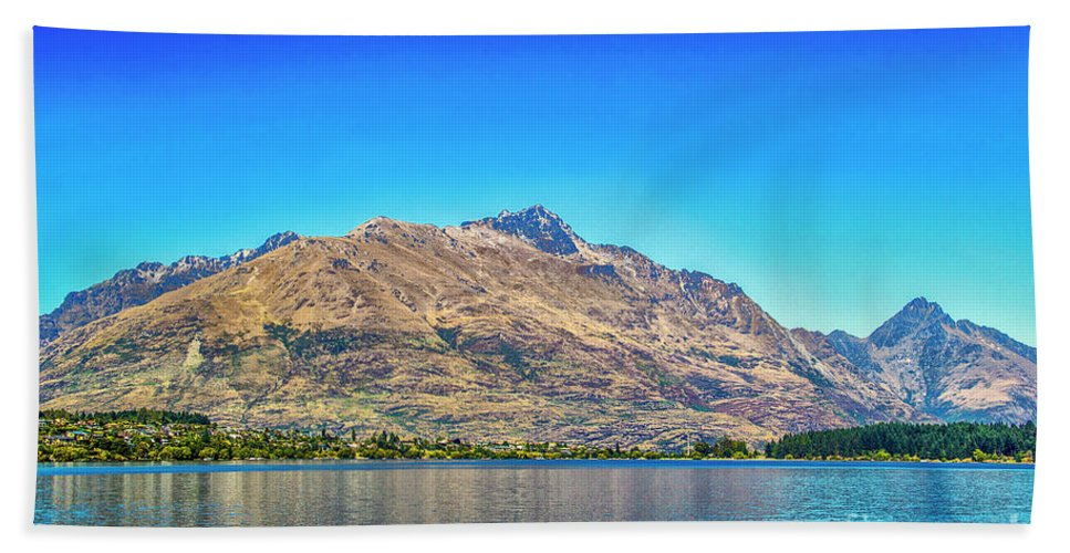Queenstown Beach Towel featuring the photograph Long Distance View by Roberta Bragan