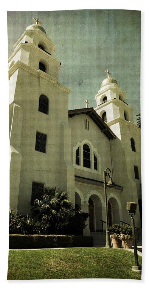 Church Beach Towel featuring the photograph Beverly Hills Church by Scott Pellegrin