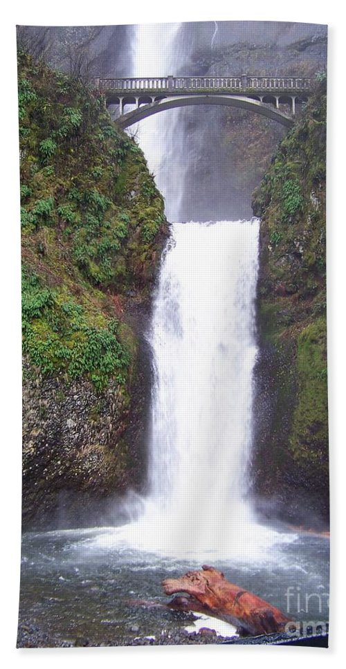 Waterfall Beach Towel featuring the photograph Lower Multnomah Falls by Charles Robinson