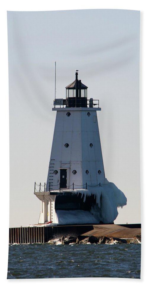 Ludington Beach Towel featuring the photograph Ludington Lighthouse With Ice by Linda Kerkau