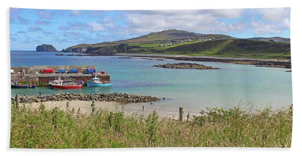 Landscape Beach Towel featuring the photograph Malin Pier #2 by Eddie Barron