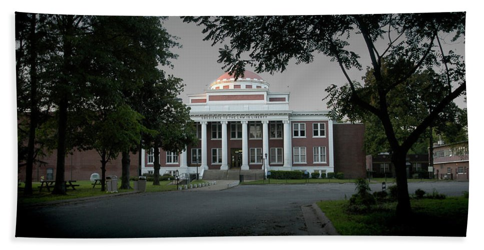 Marion Ar Beach Towel featuring the photograph Marion Couthouse by D'Arcy Evans