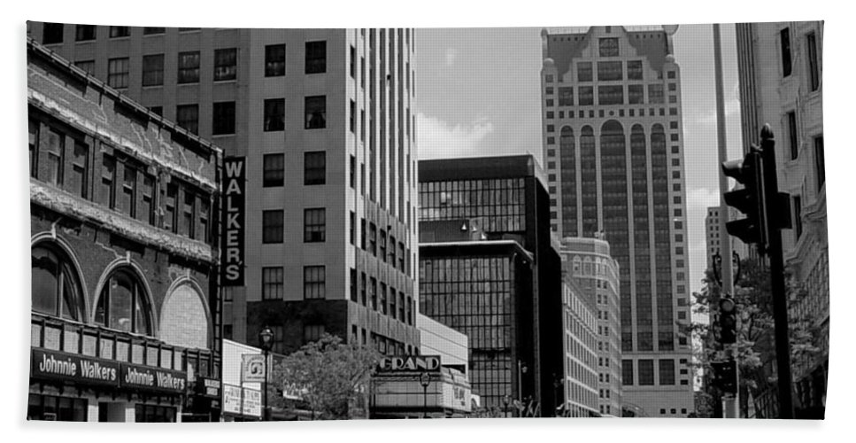 Milwaukee Beach Towel featuring the photograph Milwaukee Street Scene B-w by Anita Burgermeister