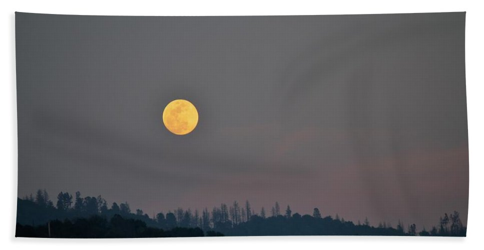 Moonrise In The Sierras Beach Towel featuring the photograph Moon by Mandy Payne