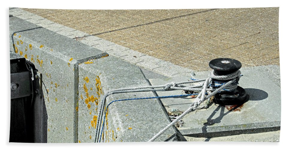 Ryde Beach Towel featuring the photograph Mooring Ropes - Ryde Harbour by Rod Johnson
