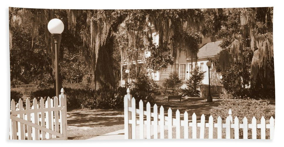 Picket Fence Beach Towel featuring the photograph Mossy Live Oak And Picket Fence by Carol Groenen