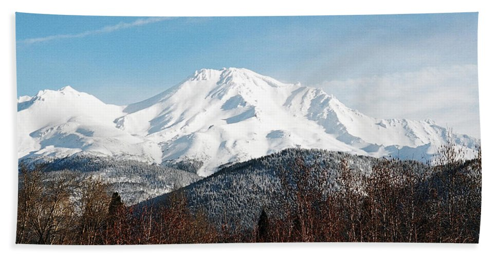 Mount Shasta Beach Towel featuring the photograph Mount Shasta by Anthony Jones