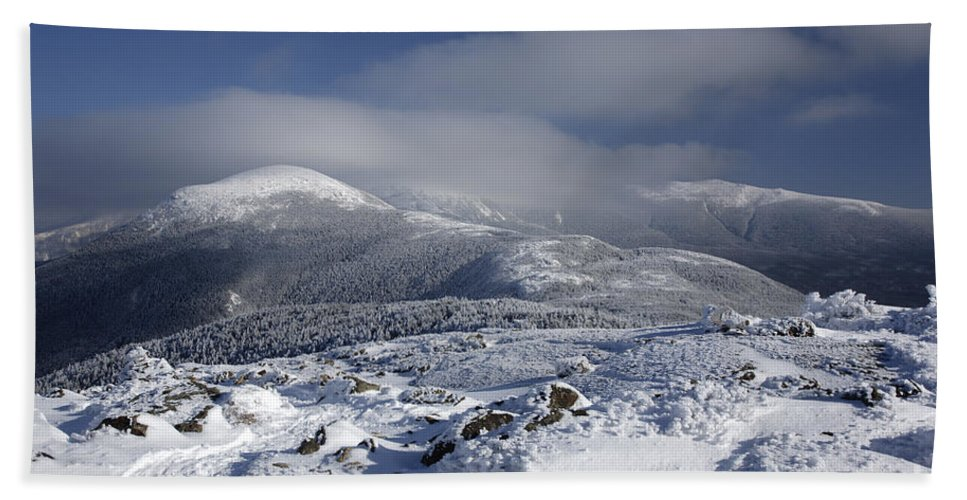 White Mountains Beach Towel featuring the photograph Mount Washington - New Hampshire Usa by Erin Paul Donovan