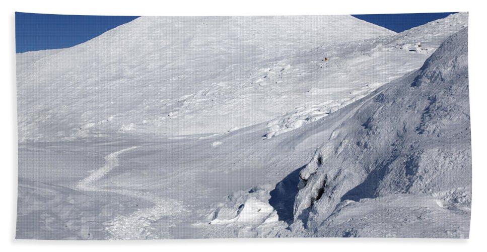 White Mountains Beach Towel featuring the photograph Mount Washington - White Mountain New Hampshire Usa Winter by Erin Paul Donovan