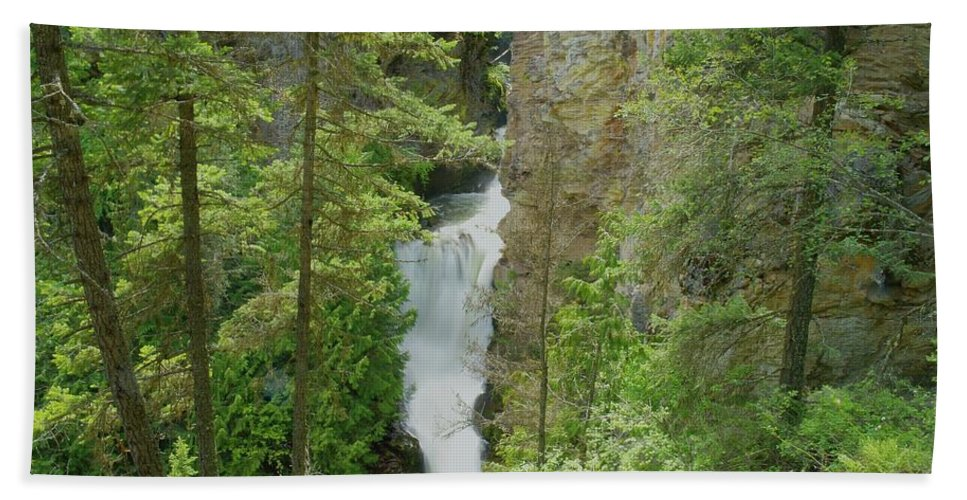 Waterfalls. Myrtlle Creek Falls Beach Towel featuring the photograph Myrtle Creek Falls by Jeff Swan