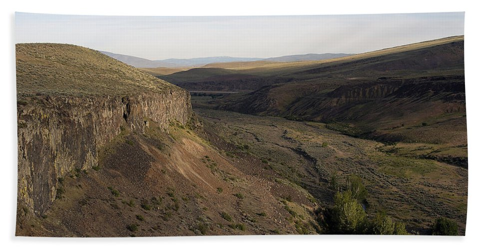 Yakima Beach Towel featuring the photograph Near Yakama - Washington by D'Arcy Evans