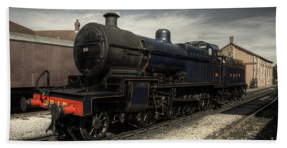 Somerset Beach Towel featuring the photograph No 88 At Minehead by Rob Hawkins