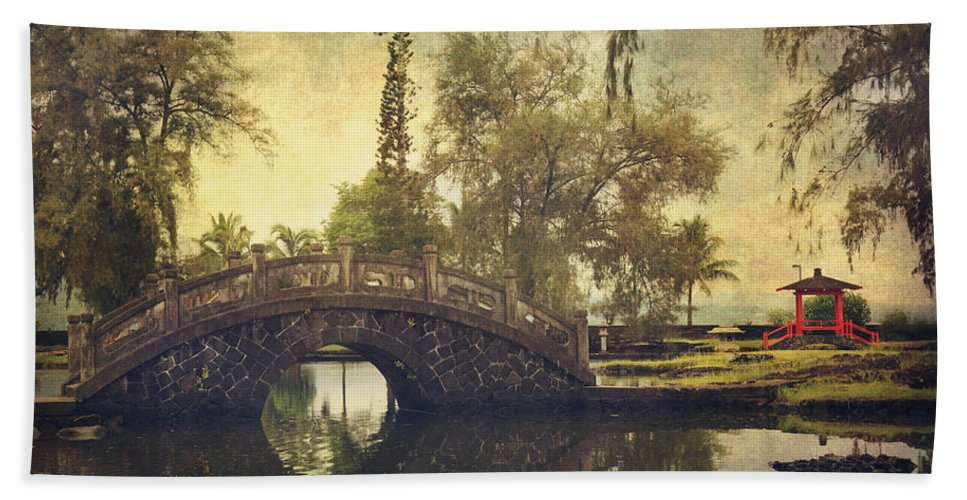 Lili'uokalani Gardens Beach Towel featuring the photograph No Need To Worry Now by Laurie Search