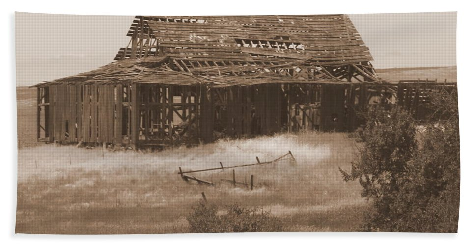 Sepia Beach Towel featuring the photograph Old Barn In Oregon by Carol Groenen