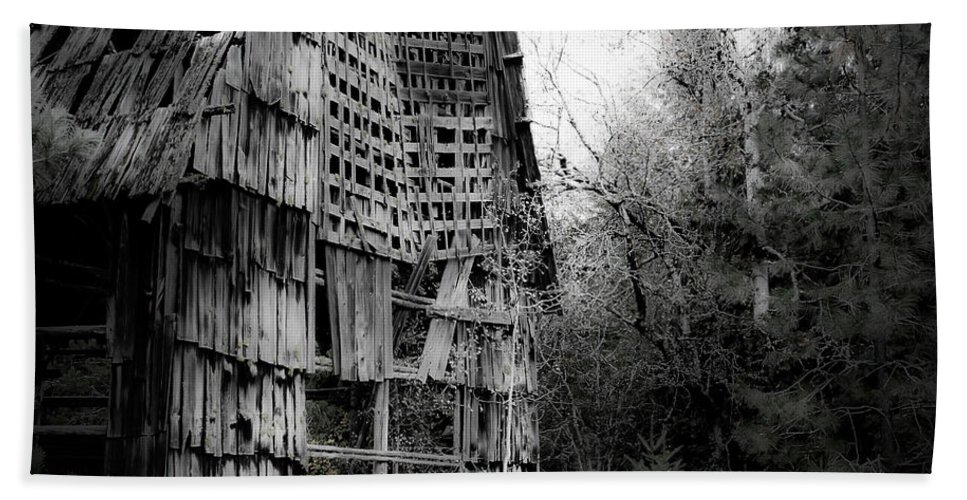 Beach Towel featuring the photograph Old Barn by Lee Santa