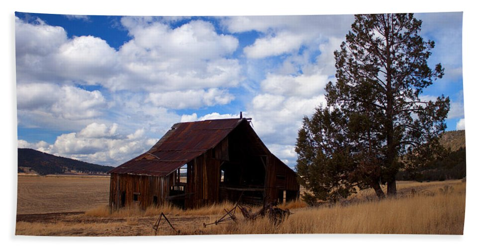 Barn Beach Towel featuring the photograph Old Barn by Merrill Beck