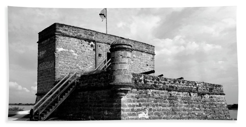 Fort Matanzas Beach Towel featuring the photograph Old Fort Matanzas by David Lee Thompson