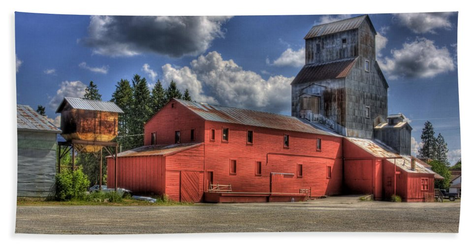 Industrial Landscape Beach Towel featuring the photograph Old Grain Elevator Sandpoint by Lee Santa