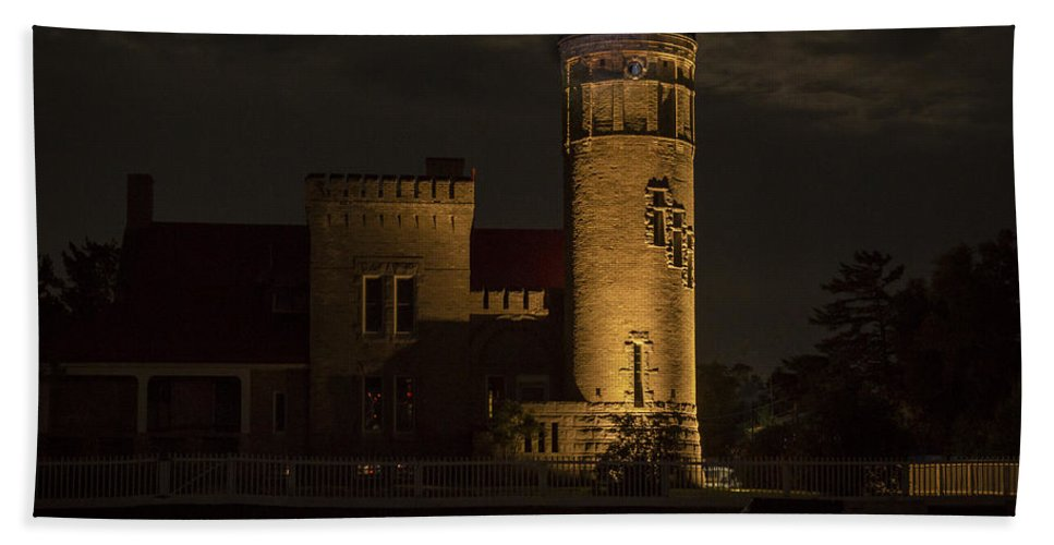 Lighthouses Beach Towel featuring the photograph Old Mackinac Point Light, Mackinaw City Mi by Jack R Perry