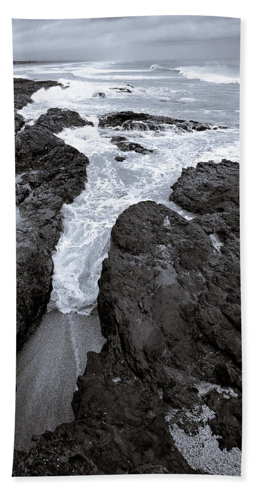 New Zealand Beach Sheet featuring the photograph On The Rocks by Dave Bowman