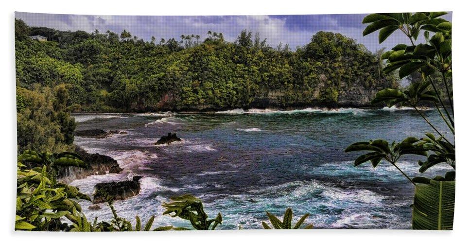 Big Island Beach Towel featuring the photograph Onomea Bay Hawaii by Gary Beeler