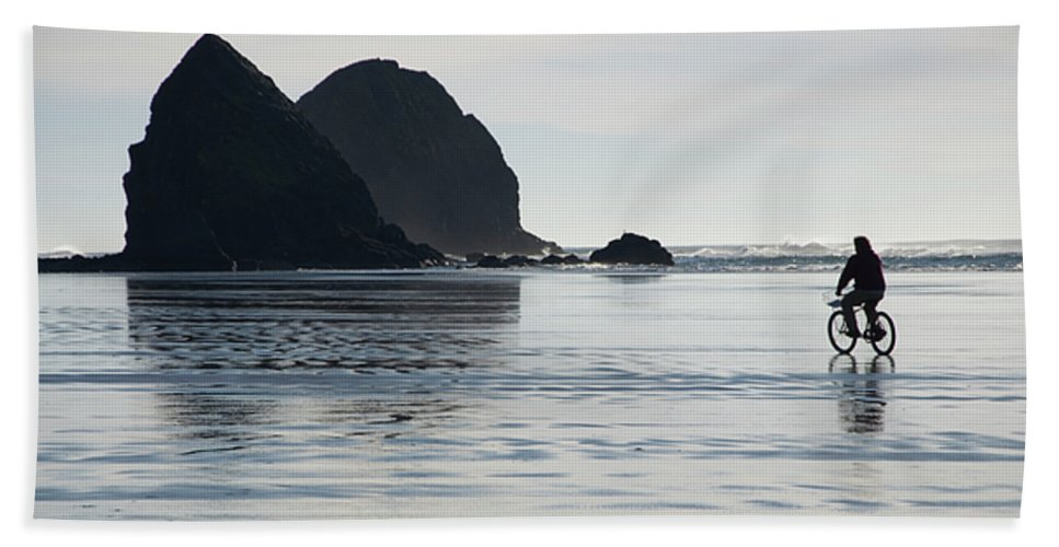 Bicycle Beach Towel featuring the photograph Oregon Commuter by Bob Christopher