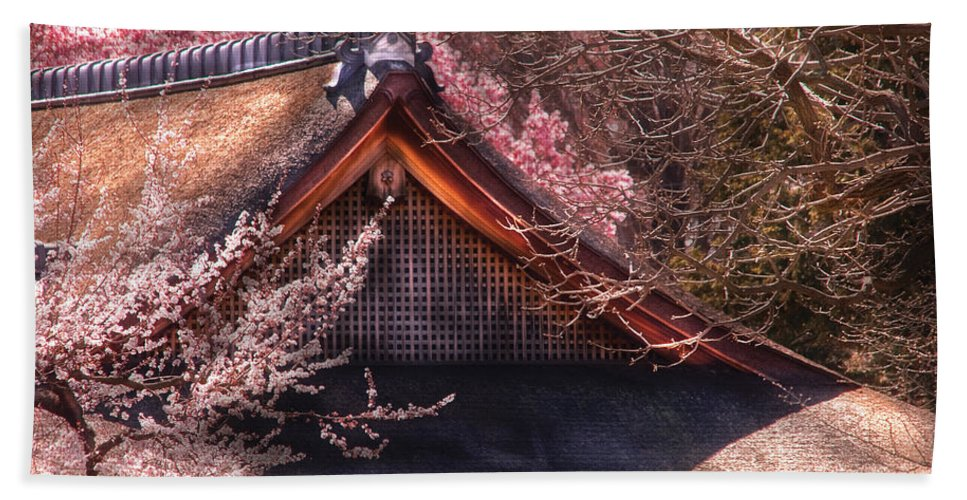 Savad Beach Towel featuring the photograph Orient - Shofuso House by Mike Savad
